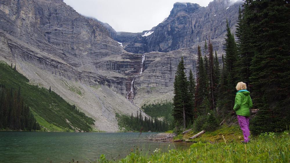 Tässä on huomattavasti parempi telttapaikka! Queen Mary Lake
