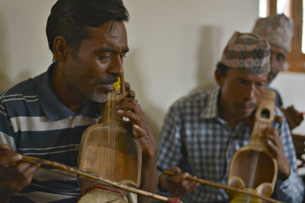 Nepalilaisia gandharba-muusikoita. Kuva: Alex del Rey/FIAN International