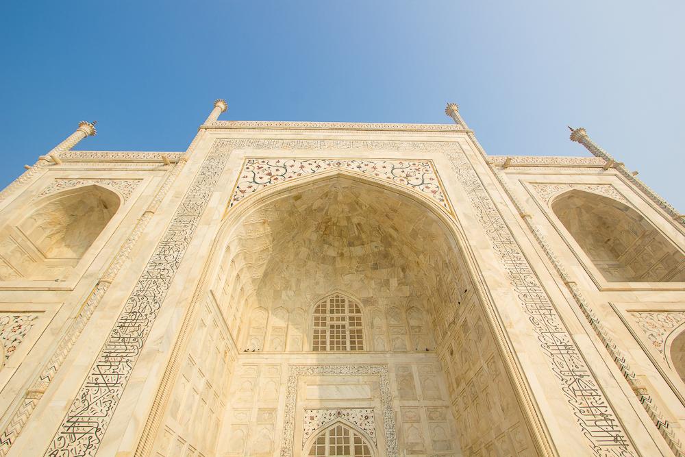 Taj Mahal. Valtavat mittasuhteet avautuvat vasta mausoleumin vieressä. Kuva: Flickr/Saad.Akhtar.