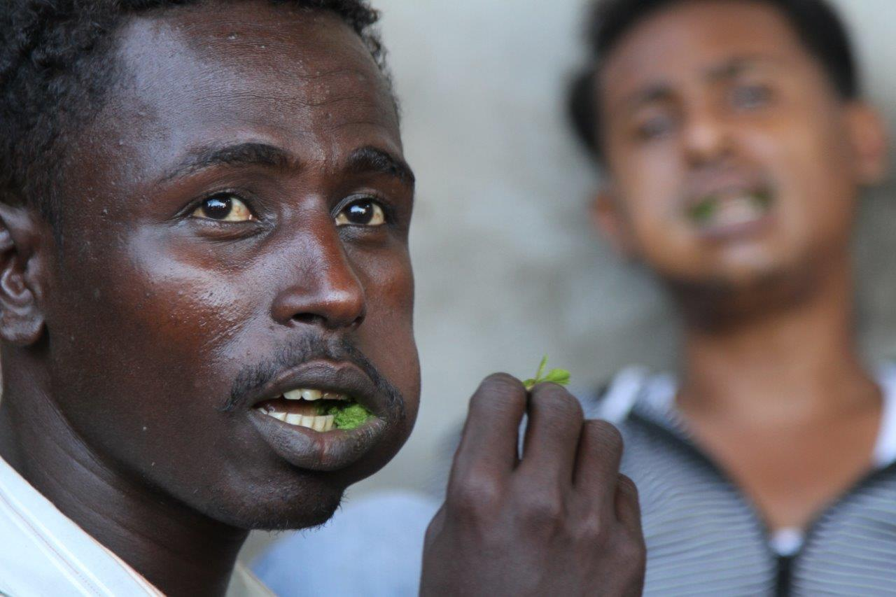 Khat tuo iloa elämään pakolaisleirillä Adenissa.