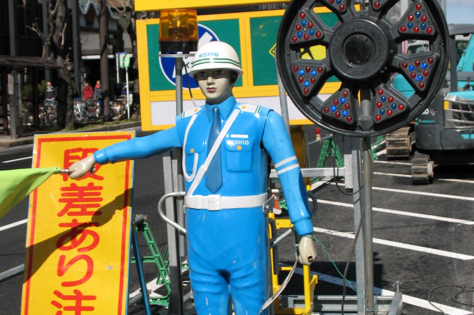 Japanilainen robottipoliisi.