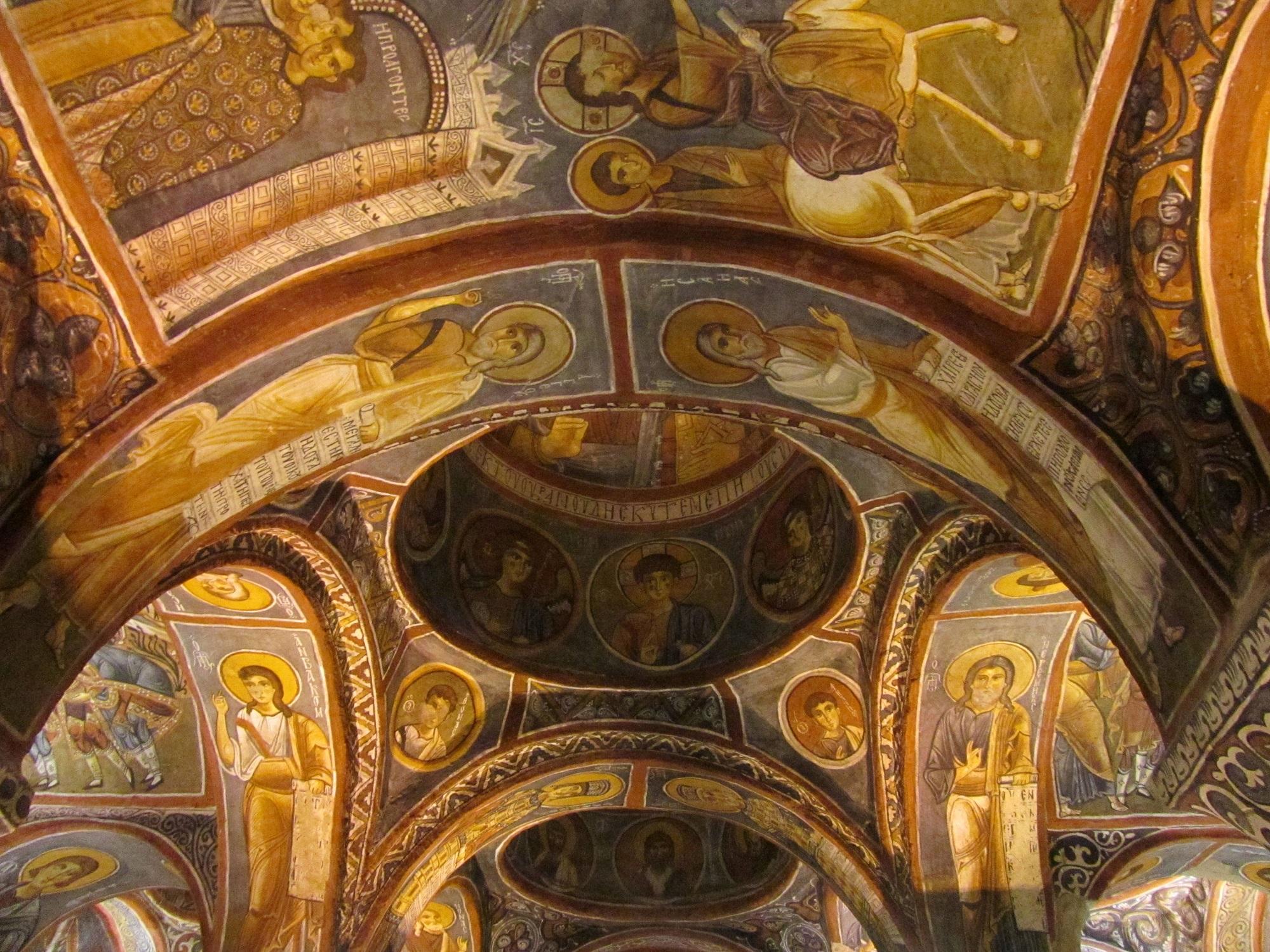 Göremen museoalueella voi tutustua Kappadokian kenties hienoimpiin luolakirkkoihin, joista suurin osa on peräisin 900–1100-luvuilta.