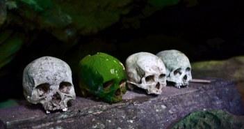 Indonesialaisen toraja-kansan hautapaikka. Kuva: Flickr/mojotrotters