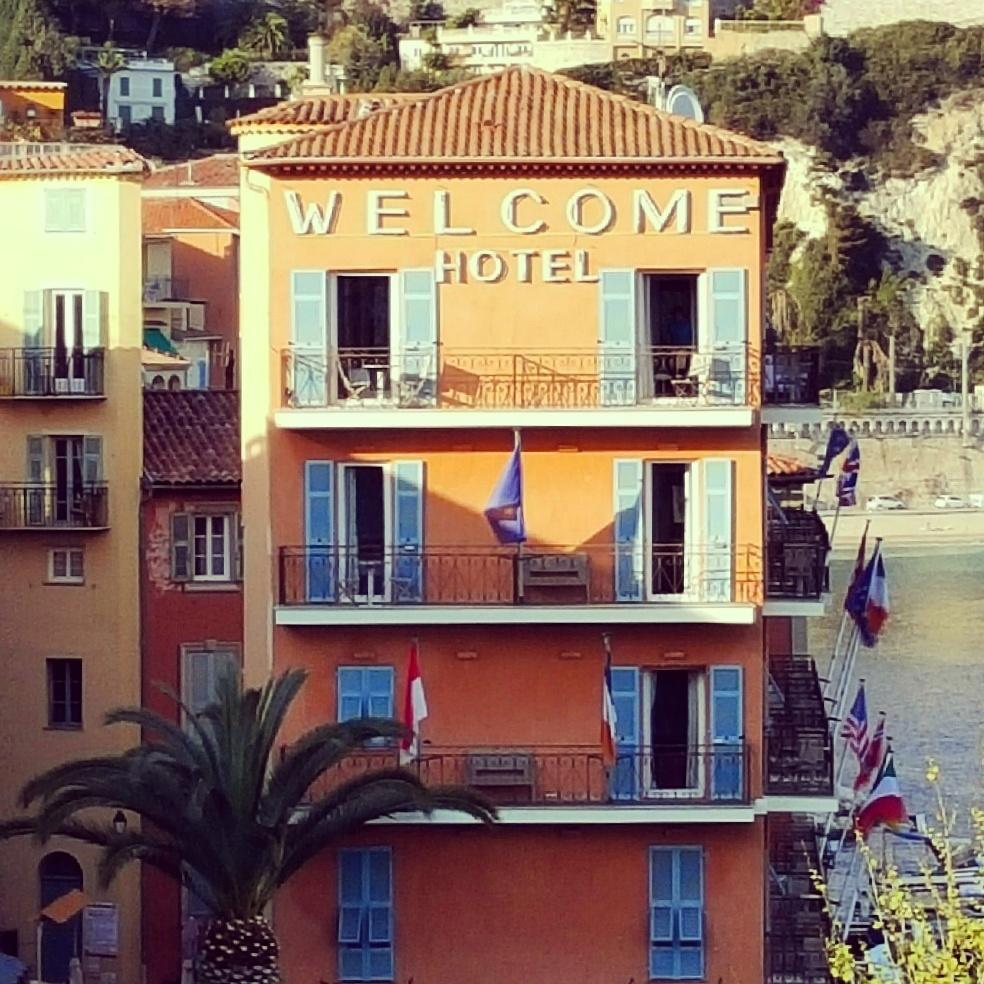 Welcome Hôtel sijaitsee Villefranchessa paraatipaikalla.