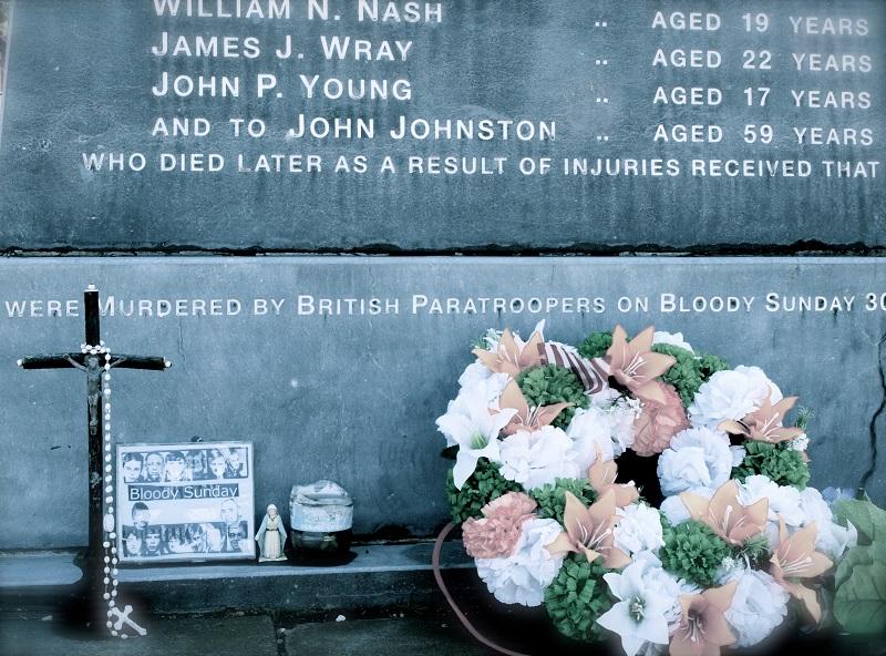 Bloody Sundayn muistomerkkiä.