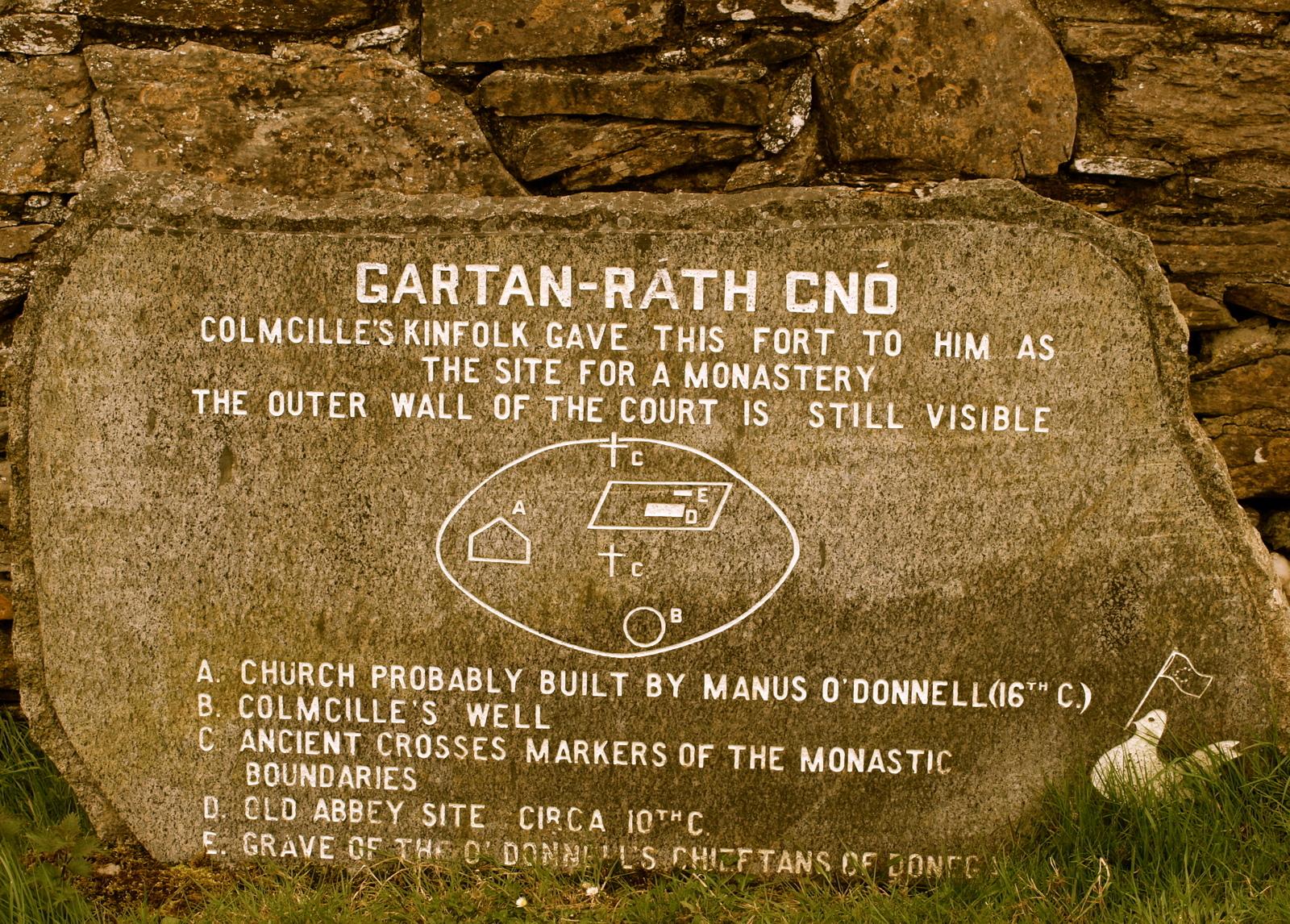 Columbaa muistetaan useammassakin paikassa Irlannissa: tässä esimerkki Gartanista.