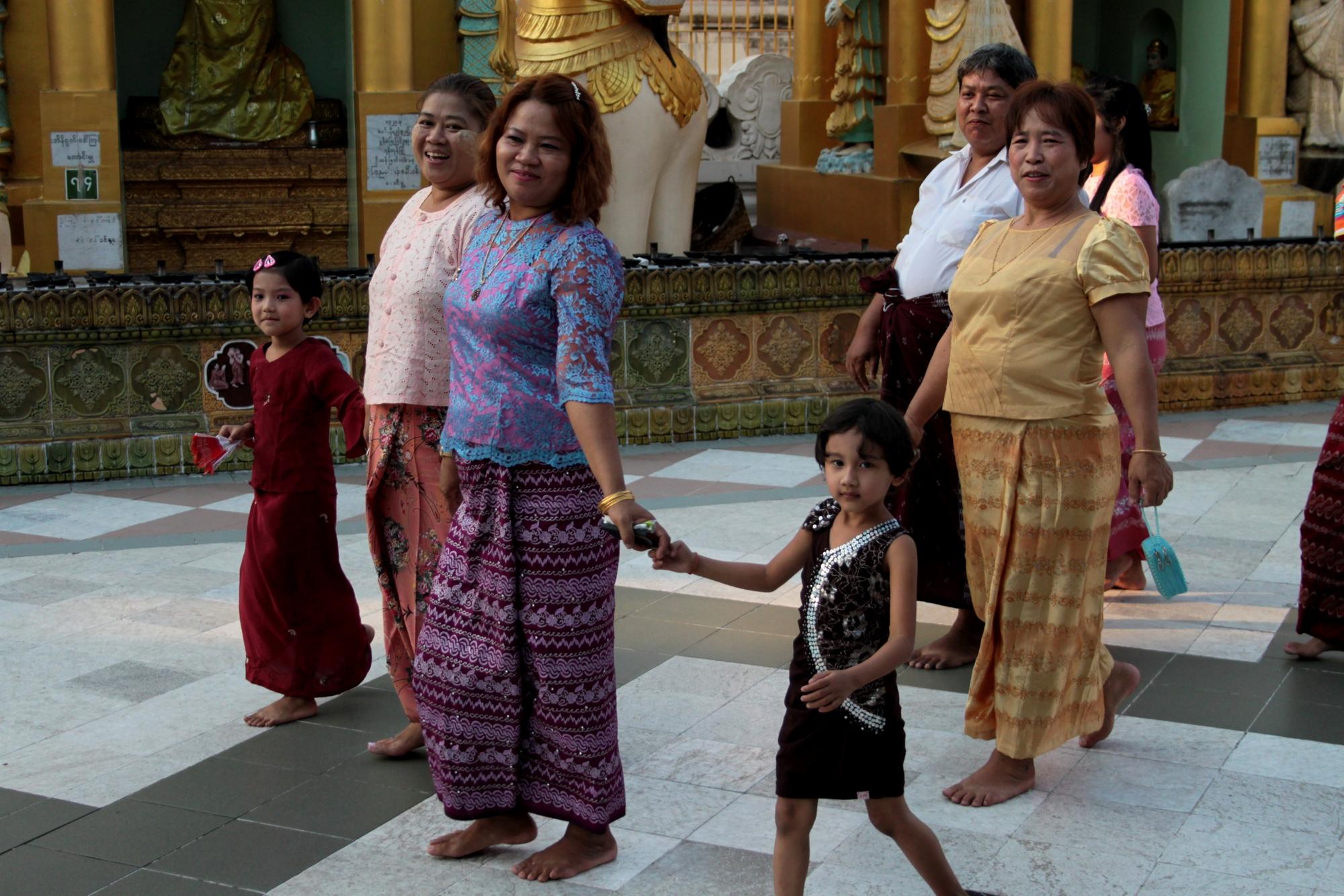 Burman pääuskonto on buddhalaisuus, ja moni paikallinen vierailee temppelillä viikottain.