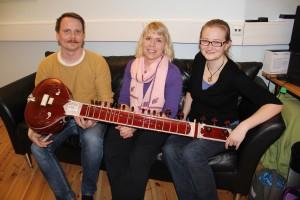 Lari Aaltonen, sitar, Reetta Näätänen, klarinetti ja Lea Antola, viulu.