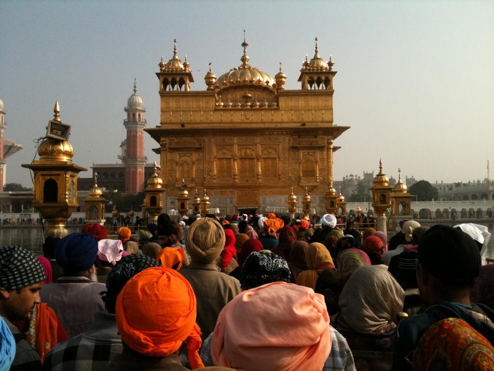 Sikhiläisyys. Amritsarin Kultainen temppeli on sikhien pyhin. Kuva: © Flickr/Gurumustuk Singh.