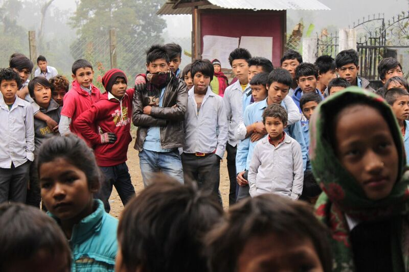 Groovia apua Nepaliin. Nepalilaisia koululaisia.