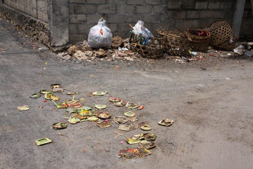 Lopputulos: pyhistä koreista tulee lopulta maallista roskaa. Tässä vaiheessa uudet korit ovat kuitenkin jo kierroksessa!