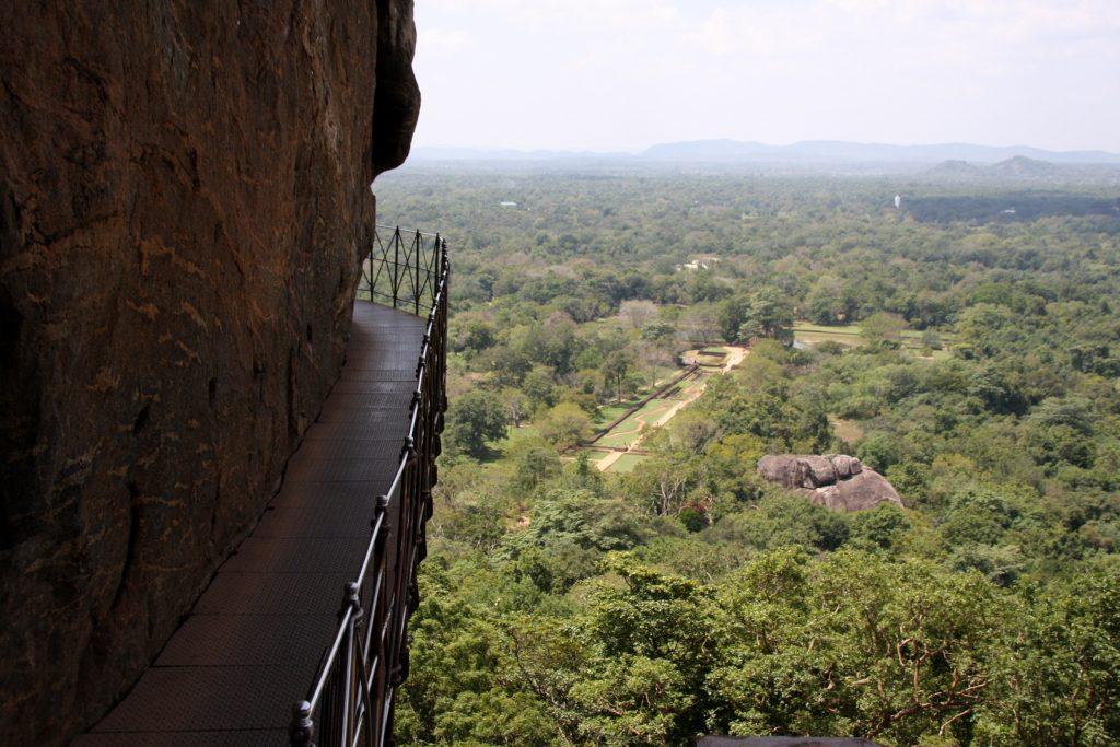 Osa Sigiriyan reitistä ei sovi korkeita paikkoja kammoaville.