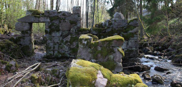 Yllätys Espoossa: myllyn rauniot moottoritien laidalla